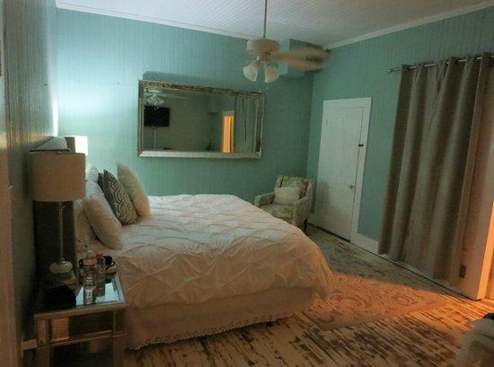 The Inn at Ocean Springs: Bradford House - Magnolia Suite