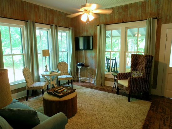 The Inn at Ocean Springs: Bradford House - Magnolia Suite