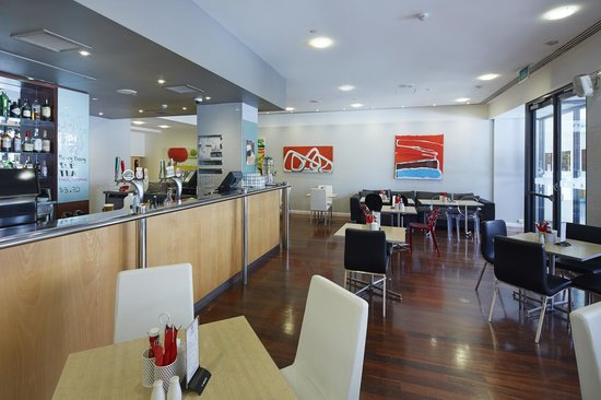 Mercure Perth: Hydrant Bar and Cafe