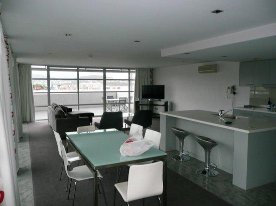Zero Davey Boutique Apartment Hotel: kitchen/lounge area
