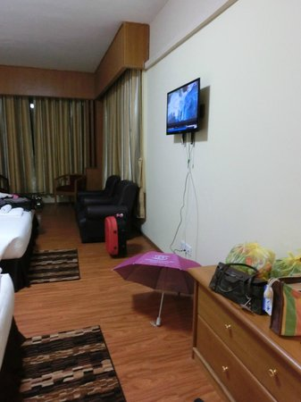 Asia Plaza Hotel: room
