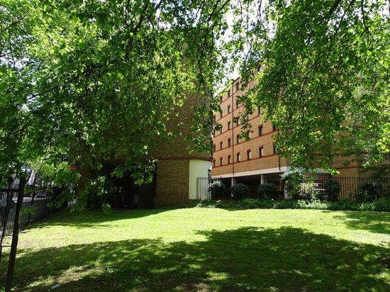 Ibis London Euston St Pancras: vu du petit parc attenant