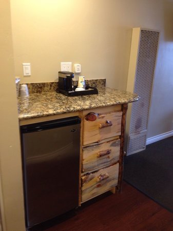 Marina Resort: Fridge and coffee maker.