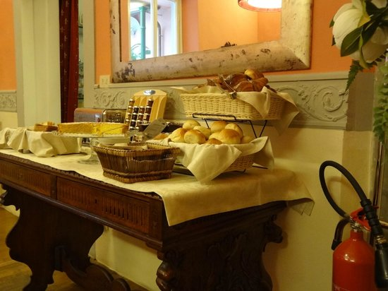 Palazzo dal Borgo Hotel Aprile: COLAZIONE