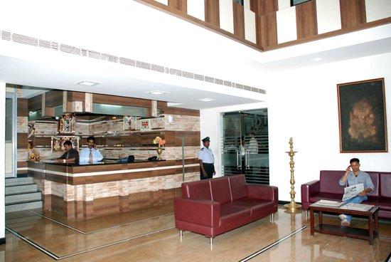 MGR Regency Comfort Hotel: Lobby