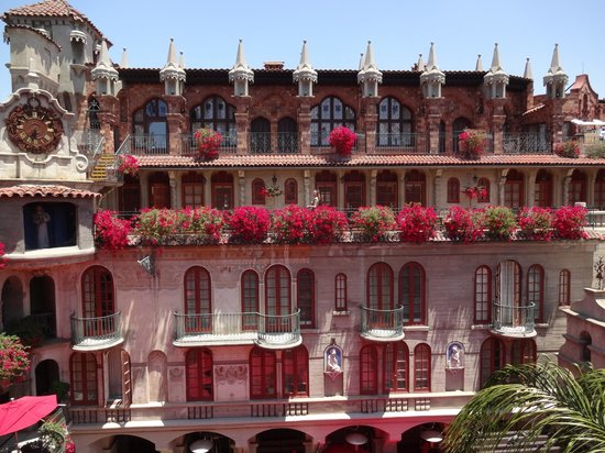 The Mission Inn Hotel and Spa : Nice flowers