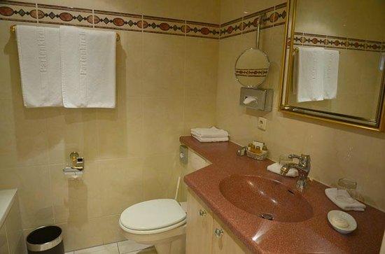 Reindl's Partenkirchner Hof: Bathroom 2