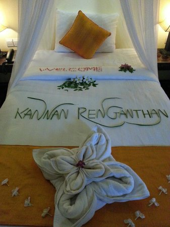 Residence Indochine D'angkor: The welcome note on our bed