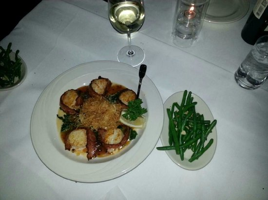 Field's at the Wilderness : Bacon Wrapped Scallops