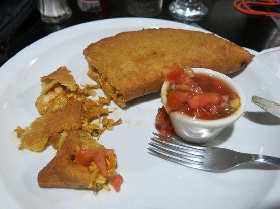 Rain Forest Cafe y Restaurant: Chicken empanada