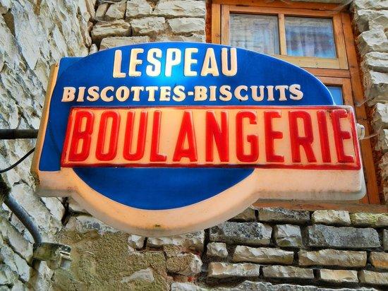 L'Expatisserie & Le Biscottage : éclairage de la cour