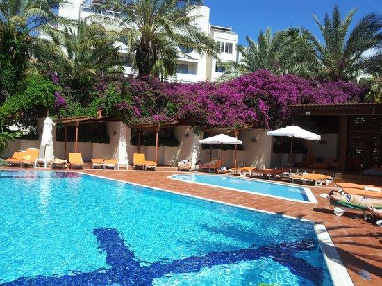 """Elegance Hotels International, Marmaris: """"Тихий бассейн"""", находящийся во втором внутреннем дворе"""