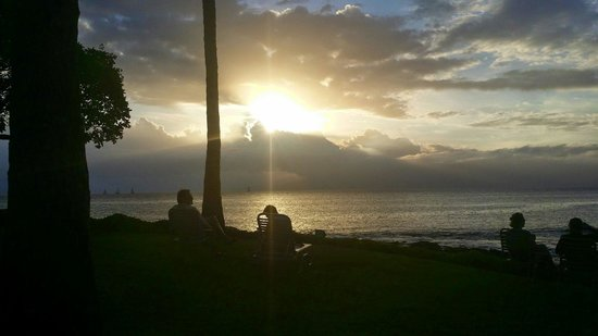 Napili Shores Maui by Outrigger: The sunset from the pool area.