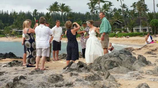 Napili Shores Maui by Outrigger: We witness a couple get Maui'd right on the beach!!!