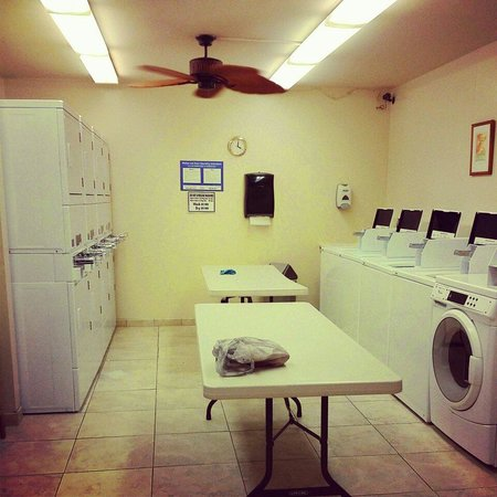 Napili Shores Maui by Outrigger : Laundry room..