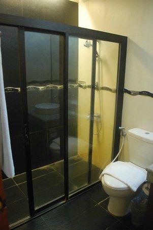Subic Grand Seas Resort: Bathroom