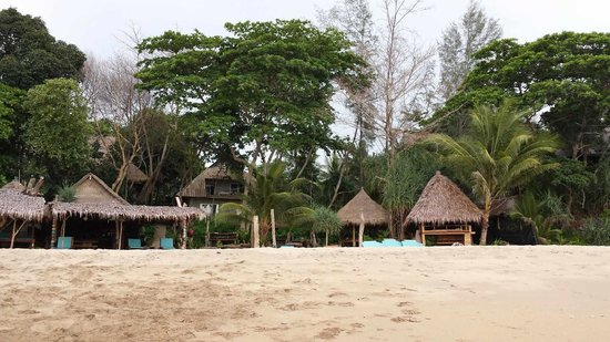 Narima Bungalow Resort: Beach!