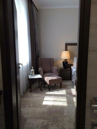 Metropolitan Boutique Hotel: View from bathroom in 221