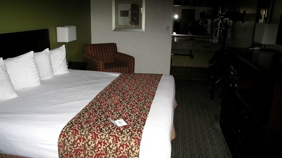 Americas Best Value Inn - Downtown Phoenix: Large bed in large bed room