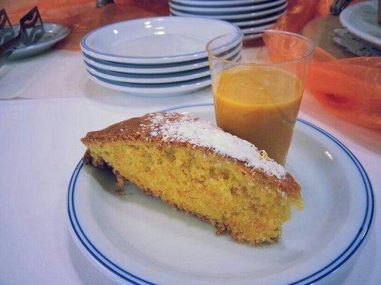 Hotel Des Alpes: Colazione a tema des alpes torta camilla e crema carote arancia e zenzero