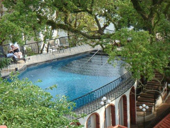 Pousada De Sao Tiago: 部屋からみるプール