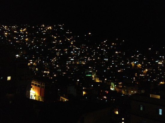 Hotel Nossa Senhora da Boa Viagem: The view from the room at night