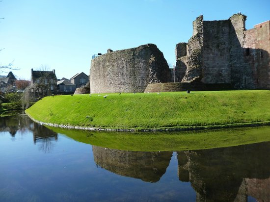 Howards Way Guest House: Rothesay Castle within walking distance.