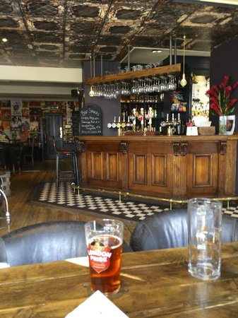 The Hereford Arms: Handsome, spacious interior
