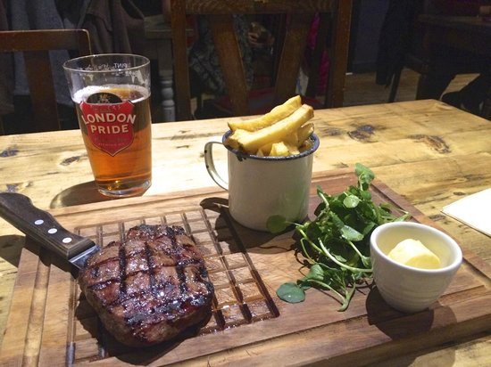 The Hereford Arms: Fab Steak with Ubiquitous Pint of Pride
