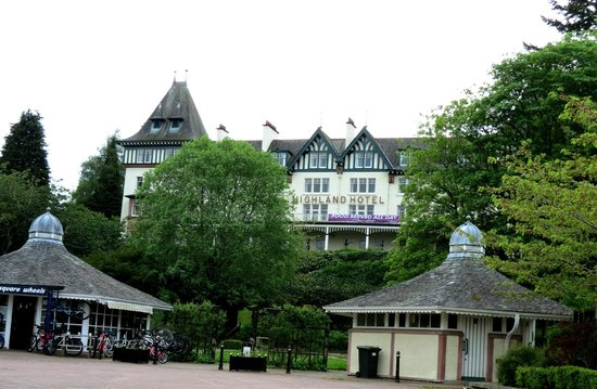 Bay Highland Hotel: Front of hotel