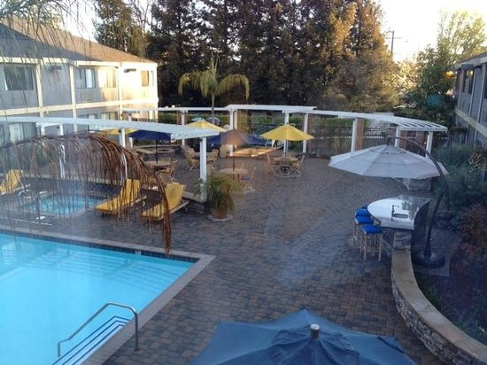 Maple Tree Inn: Pool Area