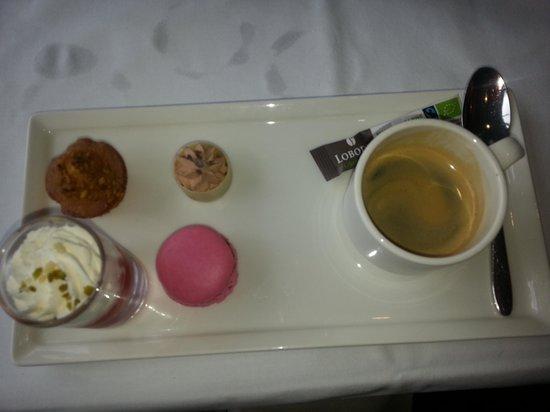 Golden Tulip Lyon Eurexpo: les cafés gourmands : pour moi le top de tous les cafés gourmands jamais dégustés