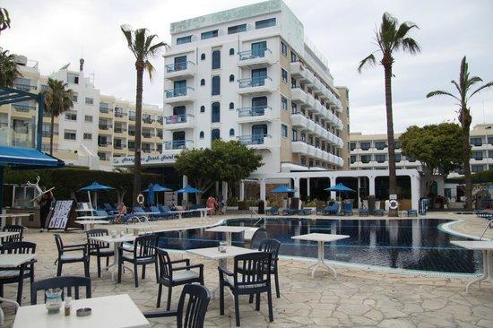Anonymous Beach Hotel: Отель