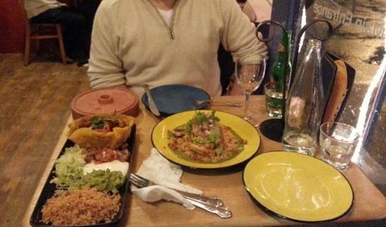 Mexicali Rose: Our main courses. Beef burritos and Pollo con Avocado :)