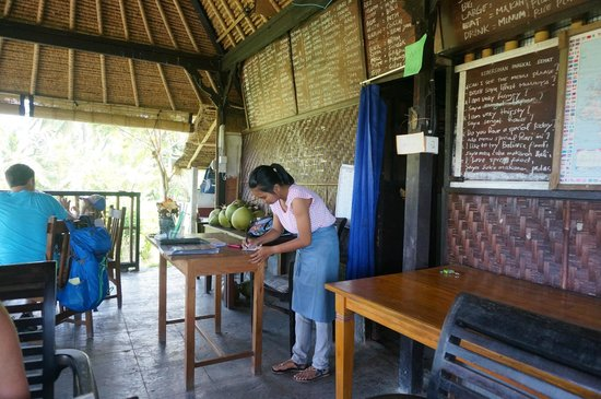 Maya Ubud Resort & Spa: lokaal restaurant rijstvelden