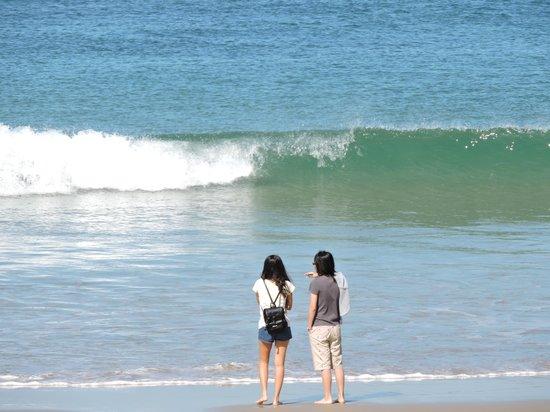 Kings Beach : Enjoying just getting their feet wet.