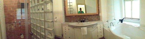Prague Apartments U Kapra: Vault 2br apartment, spacious bathroom with huge bath