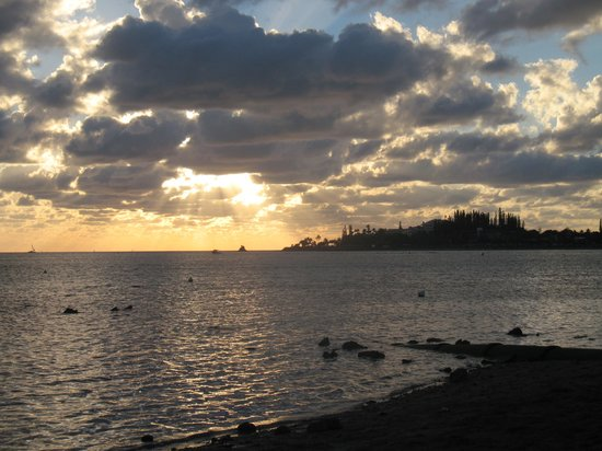 Anse Vata Beach: coucher du soleil