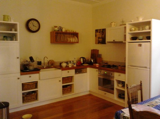 Heartsong Retreat : Quaint kitchen with fuctional cane baskets for your food