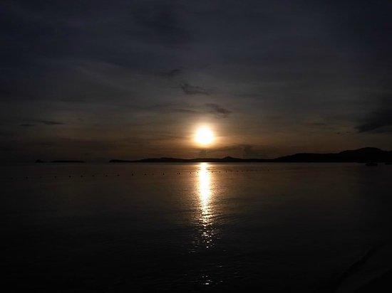 Bo Phut Resort & Spa: Aussicht vom Pool ins Meer  morgen um ca 05:30 Uhr