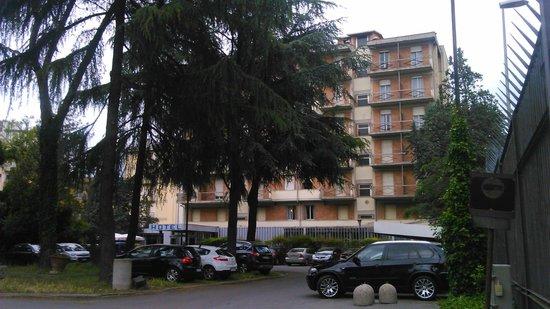 Auto Park Hotel: vue de l'hôtel  avec 6 étages