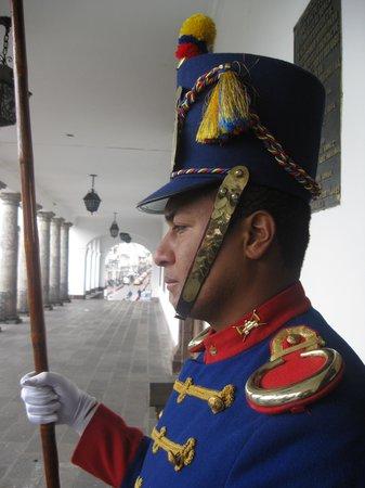 Plaza de la Independencia (Plaza Grande): Presidential Palace Guard
