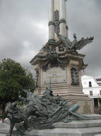 Plaza de la Independencia (Plaza Grande): Independence Monument