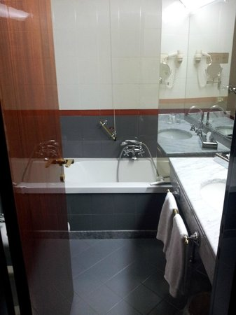 Starhotels Du Parc : shower