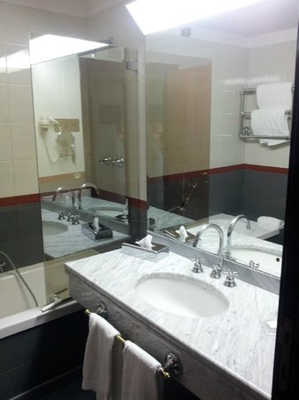 Starhotels Du Parc : bathroom