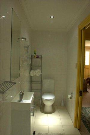 Church Street Apartment: Bathroom