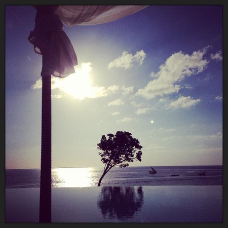 Hideaway of Nungwi Resort & Spa: tramonto sulla piscina