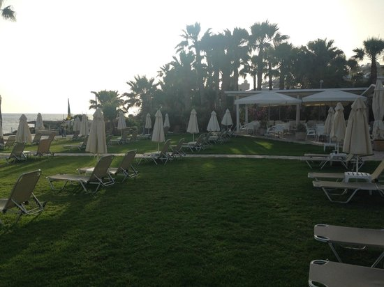 Akti Beach Village Resort : возле бассейна