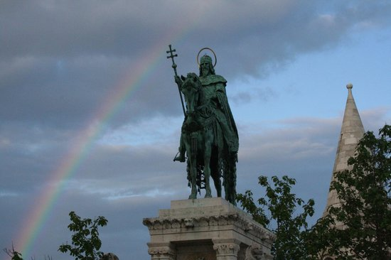 Statue of St Stephen : arcobaleno