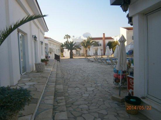 Akti Beach Village Resort: Возле магазина